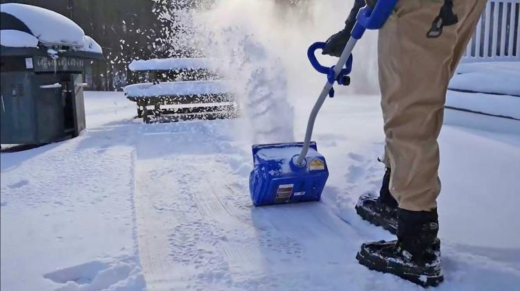 Electric Snow Shovel vs Snow Blower: Which one will work better for you?